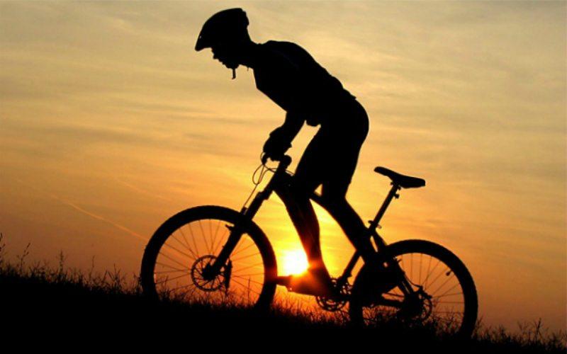 Спортсмен на велосипеде
