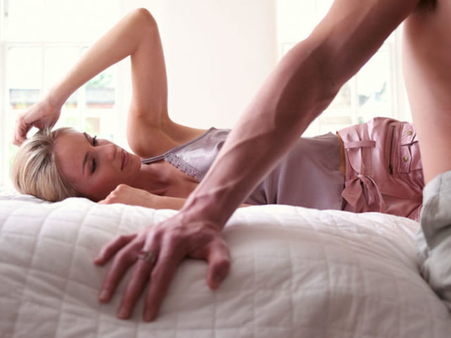 У мужчин, которые погружены с головой в работу, возникают недосыпы, депрессии и систематические стрессы, что и отражается на половой деятельности