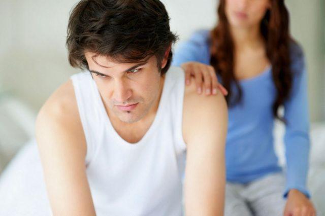 Избавляет мужчин от психологической напряженности, тревожности и волнений во время совершения полового акта