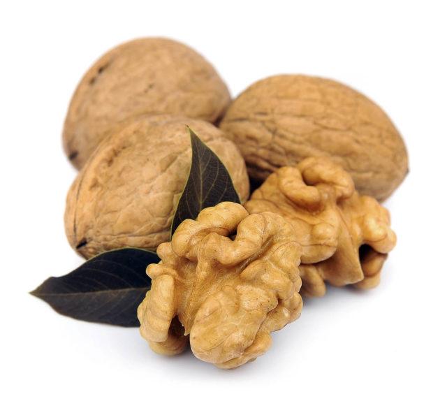 Мужчинам рекомендуется каждый день есть горсть разнообразных орехов