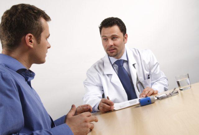 До визита к врачу лучше не опорожнять мочевой пузырь, так как потребуется сдать урину на анализ, а также при мочеиспускании замерить скорость выведения мочи