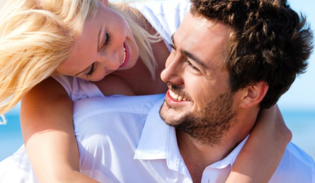По большому счету, мужчину привлекает внешность женщины; ему нравится, как она двигается, нравится ее тело, волосы, улыбка, глаза