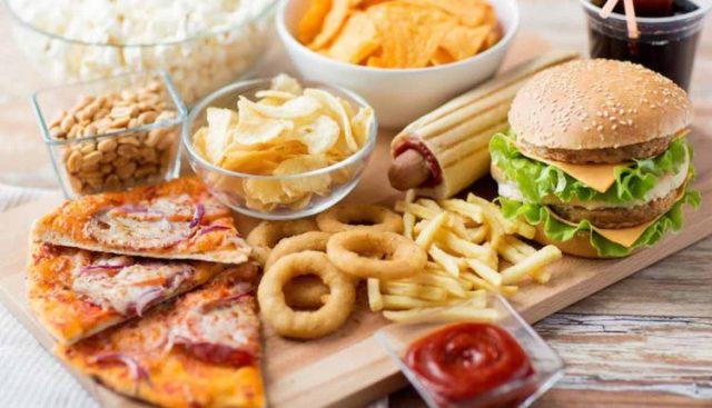 Большой вред на состояние эрекции оказывают продукты с высоким содержанием сои, пищевых добавок
