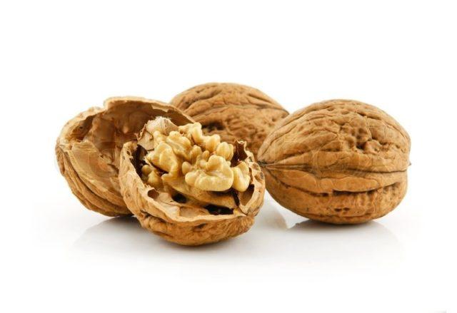 Достаточно есть грецкие орехи на протяжении 1 месяца, чтобы ощутить их положительное влияние на эректильную функцию