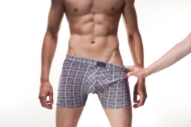 Лечебный массаж предстательной железы предназначен для улучшения потенции, он положительным образом влияет на работу половых органов