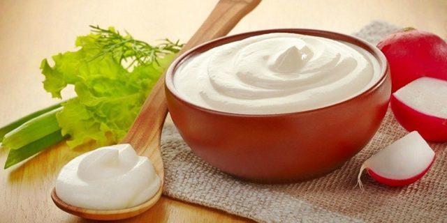 Сметана — это не просто молочный продукт, в нем есть живые молочнокислые бактерии