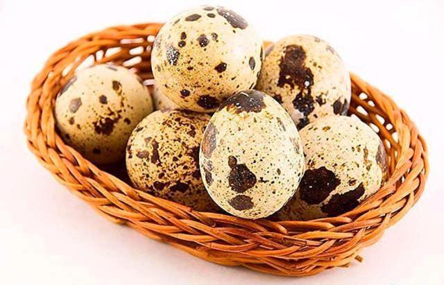 В состав продукта входят многочисленные полезные вещества, которых нет в традиционных куриных яйцах