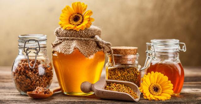 Отличный лечебный эффект при аденоме дает использование таких продуктов пчелиной жизнедеятельности как подмор, прополис и мед в сочетание